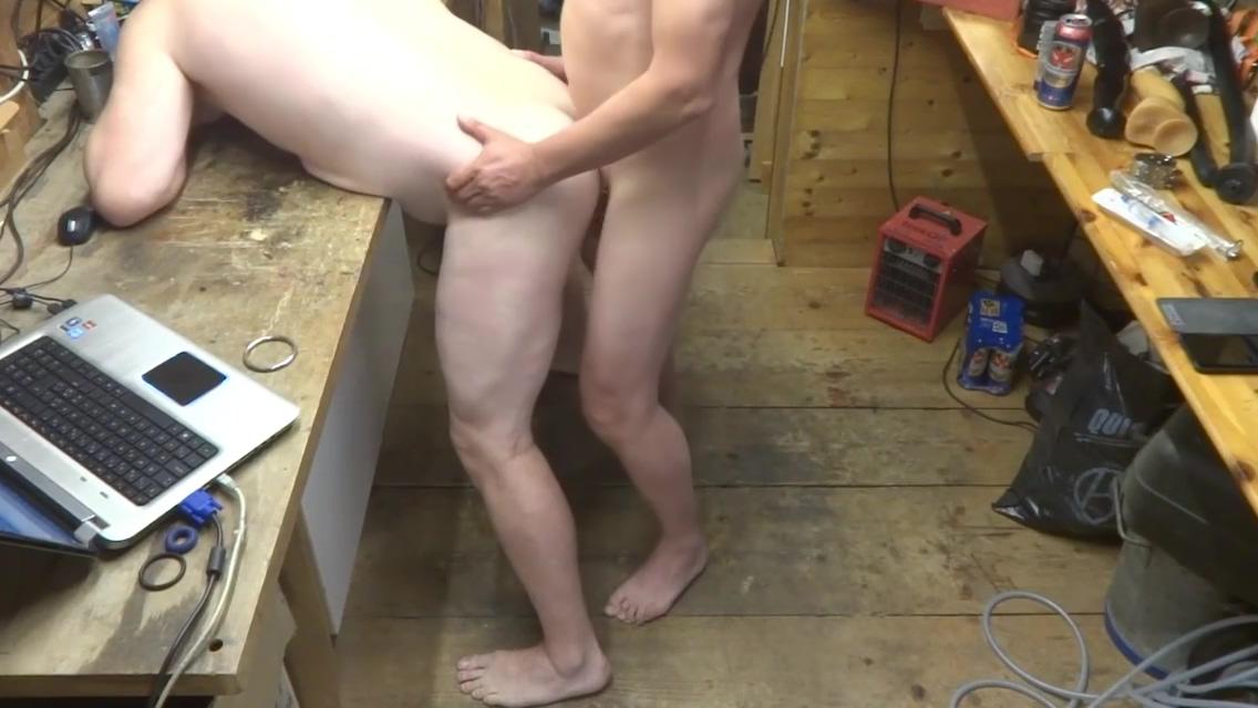 in meiner Werkstatt nackt und frisch rasiert besuch Human voice metronome
