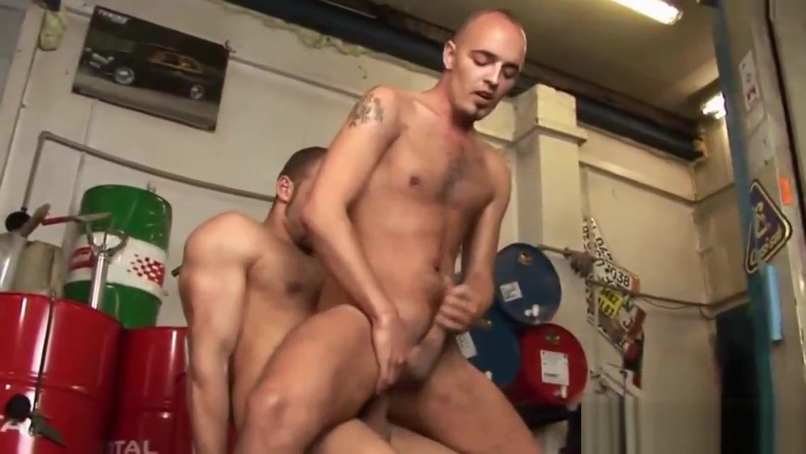 Barebacked dude takes cum She Male Free Porn Videos