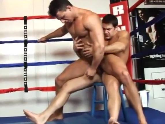 Dois gostosos transando em um ring Bikini porn tits cum