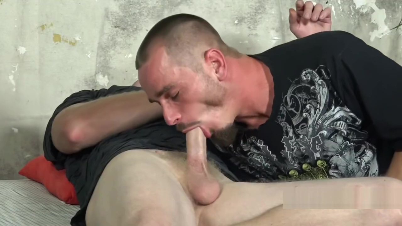 EVER SEEN 2 STR8T GUYS FUCK?? sex in the bech