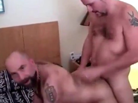 Amateur Fuck - Dos osos peludos follando en el hotel Club houston gay spa