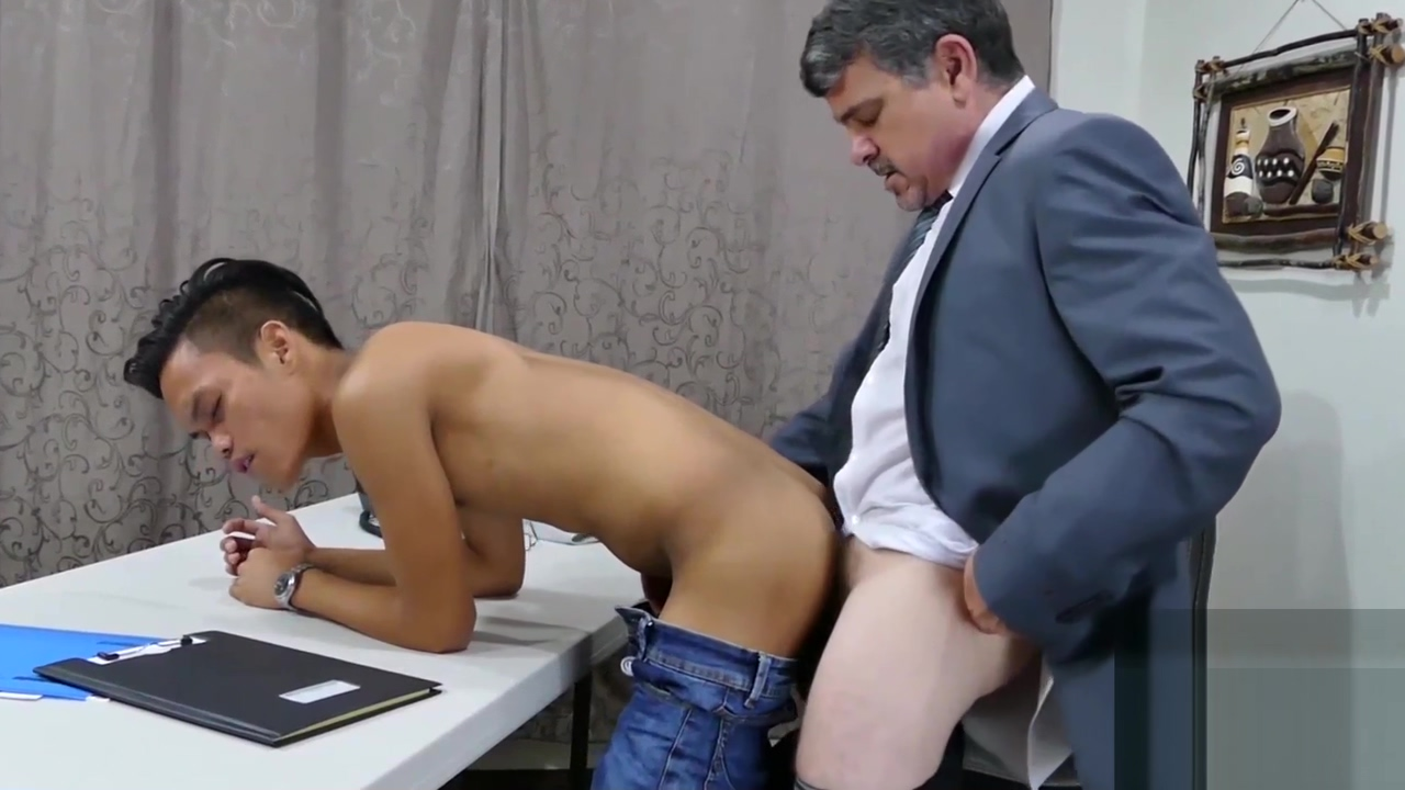 Twink accountant working on the cock of his boss Fat Woman Porn Video