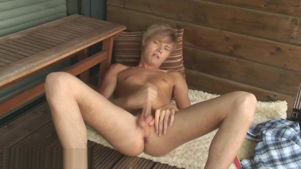 Cute Blond Dakota Strips & Cums Amanda tapping nude with nylons