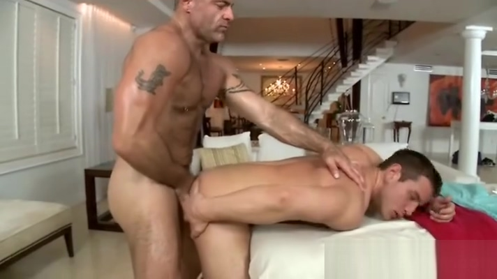 Hairy middle age gay masseur ass fucks allegedly straight guy Naked women in bed masturbating