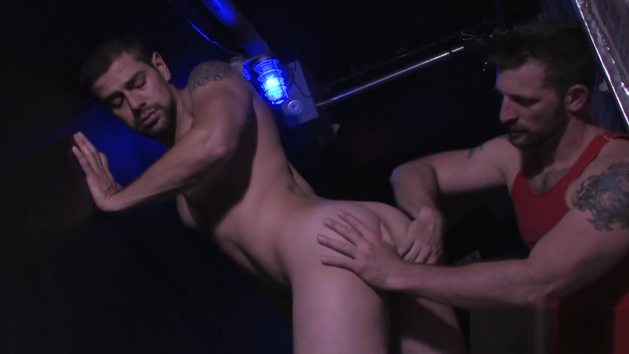 Meet And Fuck At The Bar - Naked Sword Mature Chubby Gangbang