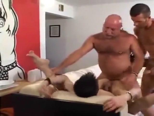 Dos osos maduros se montan un trio con chico Free adult russian porn milf