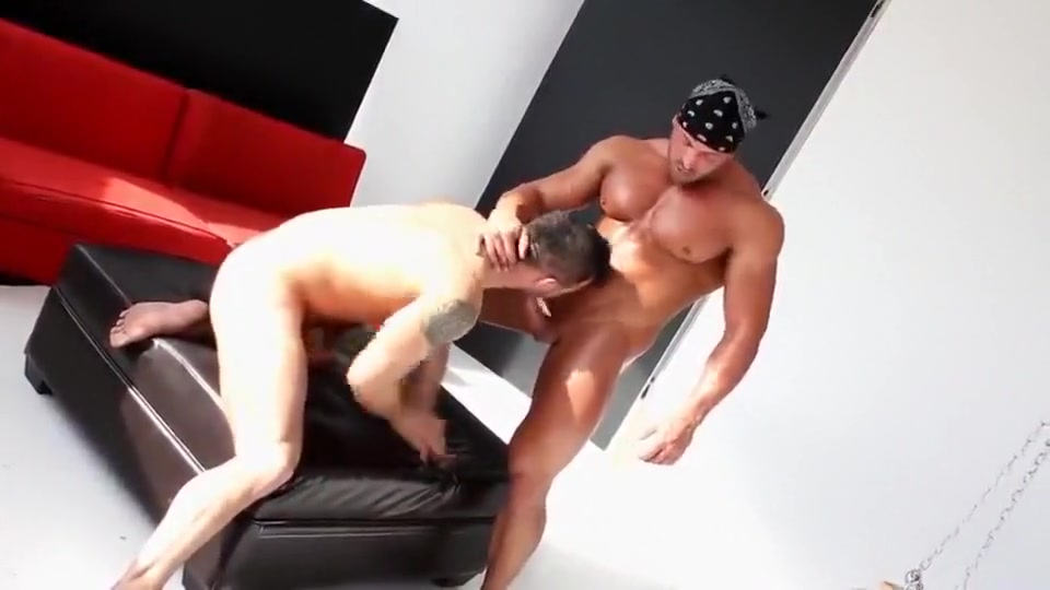 Deboxer On Top Bdsm whore handjob cock outdoor