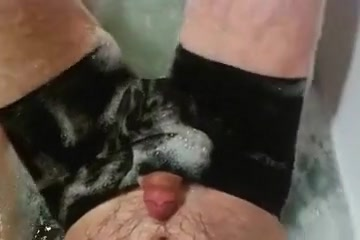 Teasing in the bath tub sex clip women africa