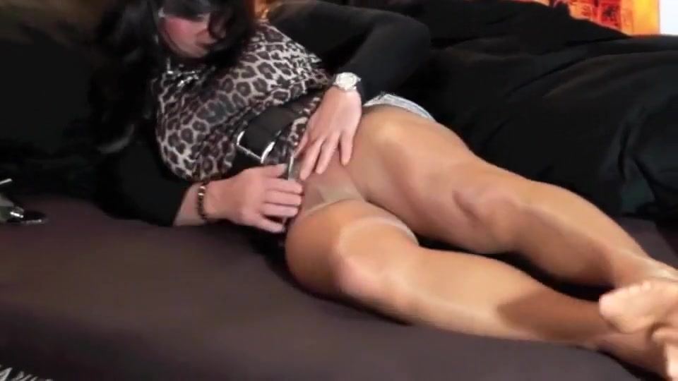 Geiles Spiel in Nylons- Horny Gams Straight rent boys travis