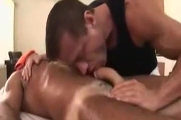 Hunky masseur fucks his cient Jerk Off While We Play