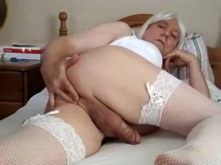 Finger fun. English mature amateur porn
