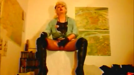 Madame Crudelitas in boots and fishnet tights sex in car mms